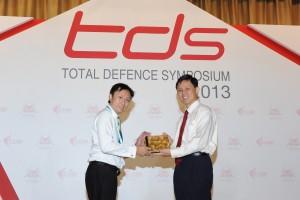Fredrik Marine awarded the Distinguished Defence Partner Award 2013